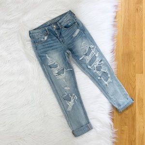 American Eagle   Distressed Tomgirl Jeans